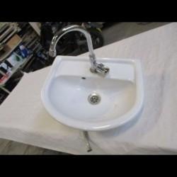 """Vasque ovale avec robinet """"eau froide"""""""